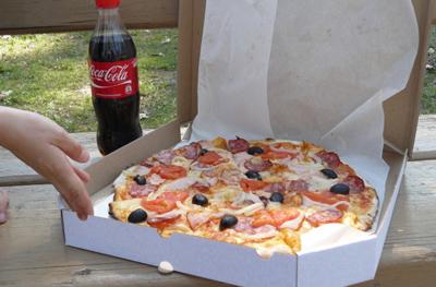 Доставки пиццы в парк или на природу