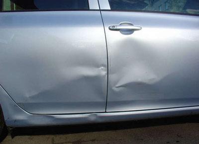 Как исправить вмятины на дверях автомобиля