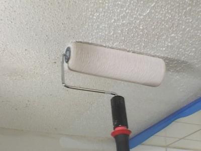 Белим потолок