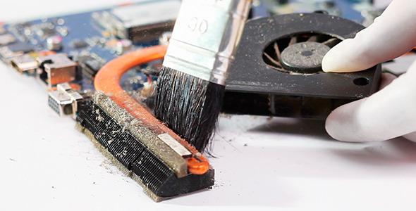 Чистка мобильного компьютера от пыли собственноручно