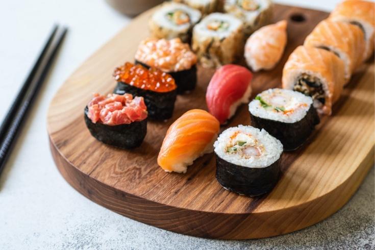В чем плюсы покупки суши с доставкой на дом?